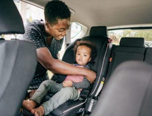 Les sièges d'auto face vers l'avant- La route avec votre enfant en toute sécurité